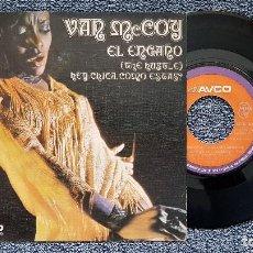 Discos de vinilo: VAN MCCOY - EL ENGAÑO / HEY CHICA ¿COMO ESTÁS? SINGLE EDITADO POR COLUMBIA. AÑO 1.975. Lote 194350556
