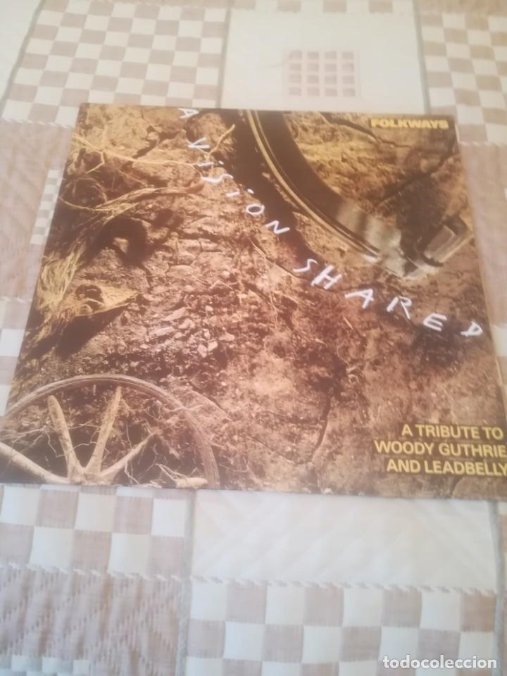 A VISION SHARED.A TRIBUTE TO WOODY GUTHRIE AND LEADBELLY BOB DYLAN...CBS 460905 1.ESPAÑA 1988.NUEVO. (Música - Discos - LP Vinilo - Cantautores Extranjeros)