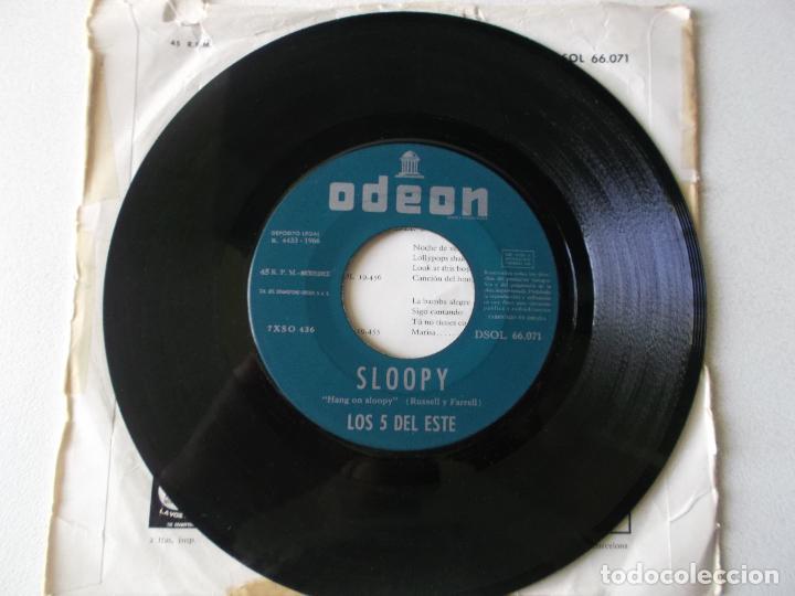 Discos de vinilo: LOS 5 DEL ESTE, SLOOPY,DEBES PENSAR, ODEON 1966 - Foto 3 - 194674140