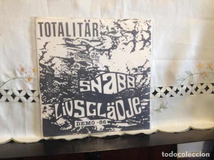 TOTALITÄR – SNABB LIVSGLÄDJE - DEMO -86 VINYL, EP 7' 45 RPM, EP, WHITE LABEL. SWEDEN 1991 CON INSER (Música - Discos de Vinilo - EPs - Punk - Hard Core)