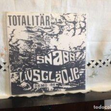 Discos de vinilo: TOTALITÄR – SNABB LIVSGLÄDJE - DEMO -86 VINYL, EP 7' 45 RPM, EP, WHITE LABEL. SWEDEN 1991 CON INSER. Lote 194698663