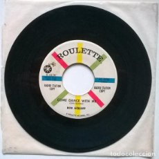 Discos de vinilo: BOB ACKOFF. SOMETIMES/ COME DANCE WITH ME. ROULETTE, USA 1961 SINGLE PROMO. Lote 194738762