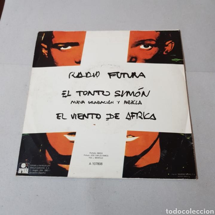 Discos de vinilo: RADIO FUTURA - EL TONTO SIMON - EL VIENTO DE AFRICA - Foto 2 - 194753141