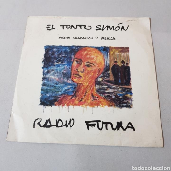 Discos de vinilo: RADIO FUTURA - EL TONTO SIMON - EL VIENTO DE AFRICA - Foto 5 - 194753141