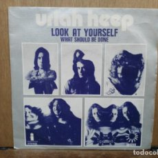 Discos de vinilo: URIAH HEEP - LOOK AT YOURSELF / WHAT SHOULD BE DONE - SINGLE DEL SELLO ISLAND 1972. Lote 194760421