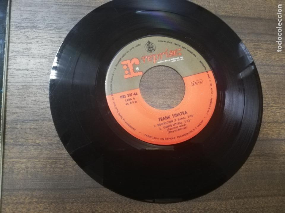 Discos de vinilo: SINGLE. FRANK SINATRA. EXTRAÑOS EN LA NOCHE. VIENTO ESTIVAL. - Foto 5 - 194767450