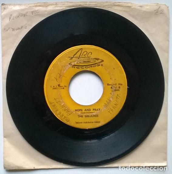 Discos de vinilo: The Bel Aires. Space walk/ Hope and pray. Arc, USA 1959 single - Foto 2 - 194900647