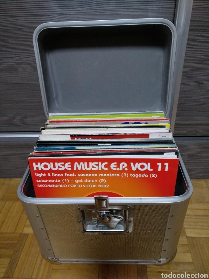 MALETA METÁLICA + LOTE 64 VINILOS HOUSE (Música - Discos - Singles Vinilo - Techno, Trance y House)