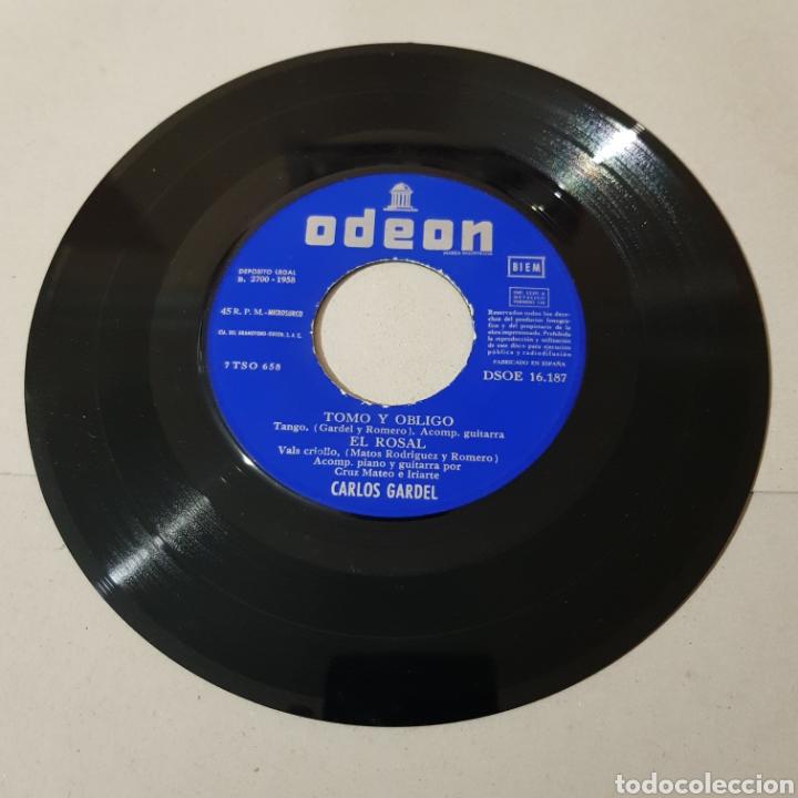 Discos de vinilo: CARLOS GARDEL 1958 - TOMO Y OBLIGO - COMO ABRAZADO A UN RENCOR - AQUEL TAPADO DE ARMIÑO - EL ROSAL - Foto 3 - 194905016