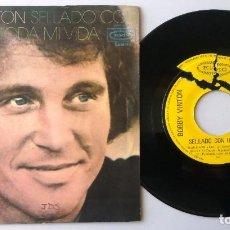 Discos de vinilo: BOBBY VINTON / SELLADO CON UN BESO / SINGLE 7 INCH. Lote 194980771