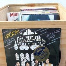 Discos de vinilo: I POOH ME SIENTO VIVO (CANTA EN ESPAÑOLS) / SE TUYA, SE MIA DISCO NUEVO. Lote 195104235