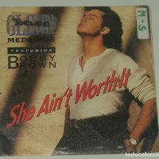 Discos de vinilo: GLENN MEDEIROS & BOBBY BROWN: SHE AIN´T WORTH IT, SINGLE MERCURY 875 620-7, SPAIN, 1990. Lote 195202105