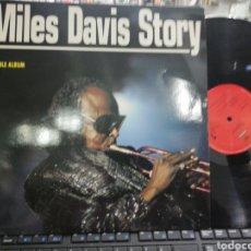 Discos de vinilo: MILES DAVIS STORY DOBLE LP PROMOCIONAL ESPAÑA 1991 EN PERFECTO ESTADO. Lote 195215265