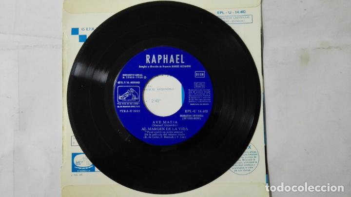 Discos de vinilo: DISCO SINGLE - RAPHAEL, AVE MARIA-AL MARGEN DE LA VIDA-HAVA NAGUILA Y LA PRIMERA PIEDRA, AÑO 1968 - Foto 3 - 195296890