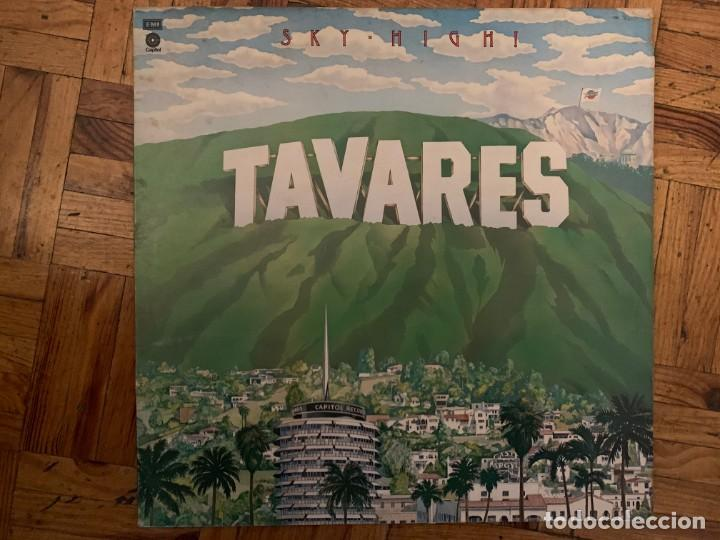 TAVARES ‎– SKY-HIGH! SELLO: CAPITOL RECORDS ‎– E-ST 11533, CAPITOL RECORDS ‎– 0C 062 ◦ 82262 (Música - Discos - LP Vinilo - Funk, Soul y Black Music)