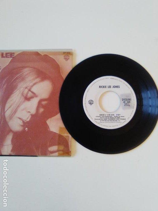Discos de vinilo: RICKIE LEE JONES Chuck Es in love / On saturday afternoon ( 1979 WARNER HISPAVOX SP ) PROMO - Foto 2 - 195347322