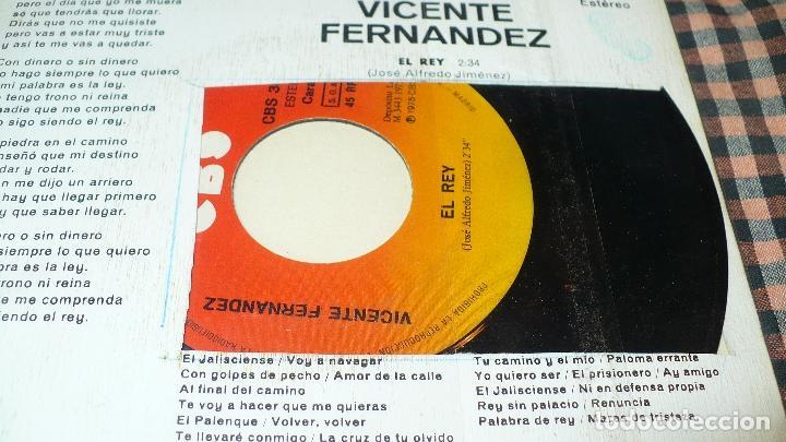 Discos de vinilo: Vicente Fernandez – El Rey / Si Acaso Vuelves,CBS – 3082, 1975, - Foto 3 - 195361635