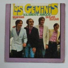 Discos de vinilo: LOS GEMINIS - SOLAMENTE AMIGOS / SUGAR, SUGAR - SINGLE. TDKDS10. Lote 195382810