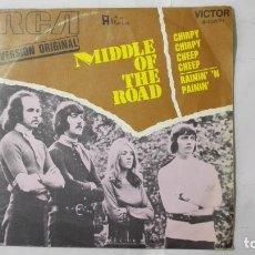 Discos de vinilo: MIDDLE OF THE ROAD - CHIRPY CHIRPY CHEEP CHEEP Y RAININ, AÑO 1971, DISCOS RCA. Lote 195392665