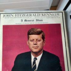 Discos de vinilo: JOHN FITZGERALD KENNEDY– A MEMORIAL ALBUM (SUS MEJORES DISCURSOS). Lote 195446256