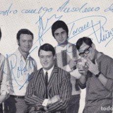 Discos de vinilo: PAPEL TAMAÑO POSTAL ALEX Y LOS FINDES BARCELONA GRUPO MUSICAL AÑOS 60 CON SUS FIRMAS. Lote 195818697