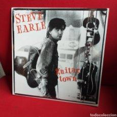 Discos de vinilo: STEVE EARLE 'GUITAR TOWN' LP ¡NUEVO!. Lote 195821400