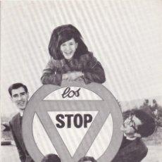 Discos de vinilo: PAPEL TAMAÑO POSTAL LOS STOP BARCELONA AÑOS 60. Lote 195823293
