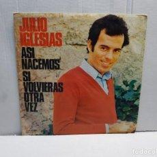 Discos de vinilo: SINGLE-JULIO IGLESIAS -ASI NACEMOS EN FUNDA ORIGINAL 1972. Lote 196247050