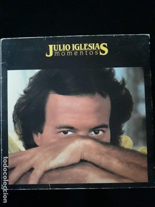 DISCO VINILO LP DE JULIO IGLESIAS. MOMENTOS CBS 1982 (Música - Discos - Singles Vinilo - Solistas Españoles de los 70 a la actualidad)