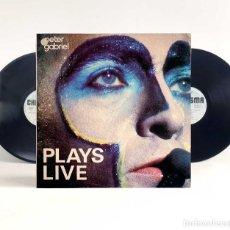Discos de vinilo: PETER GABRIEL PLAYS LIVE. DOBLE LP VINILO 1ª ED.1983. REGALO MP3. Lote 196660393