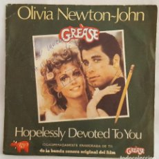 Discos de vinilo: SINGLE / OLIVIA NEWTON-JOHN / HOPELESSLY DEVOTED TO YOU - LOVE IS A MANY SPLENDORED THING. Lote 196786295