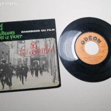 Discos de vinilo: EP LES BEATLES : 4 GARÇONS DANS LE VENT ( CHANSONS DU FILM ) ODEON SOE 3757 FUNDA CARTON. Lote 197475661