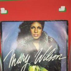 Discos de vinilo: MARY WILSON 'RED HOT' SINGLE 1981. Lote 197830168
