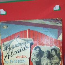 Discos de vinilo: HERMANAS ALCAIDE 'MI PORTÓN' SINGLE AÑOS 50-60. Lote 197867802