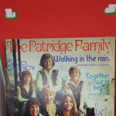 Discos de vinilo: THE PATRIDGE FAMILY C/DAVID CASSIDY 'WALKING IN THE RAIN' 1973 SINGLE. Lote 198019507