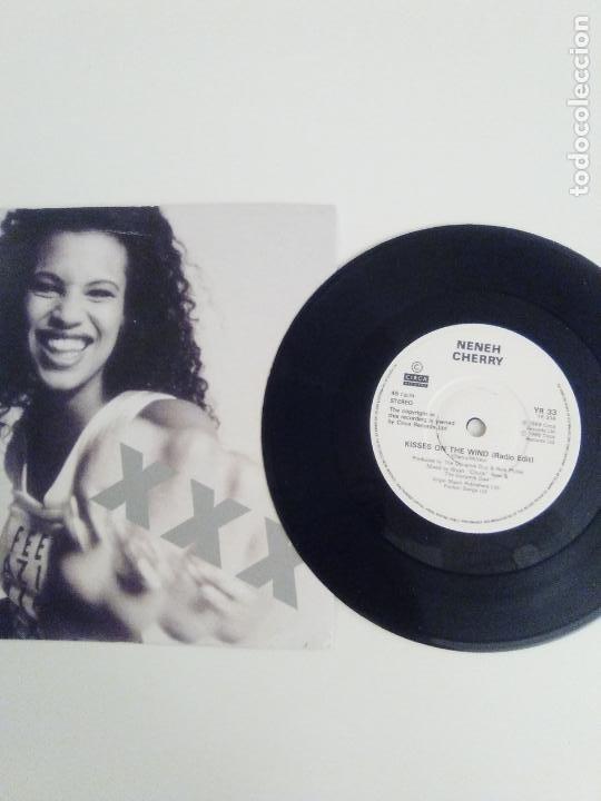 Discos de vinilo: NENEH CHERRY Kisses on the wind / Buffalo Blues ( 1989 CIRCA UK ) MUY BUEN ESTADO - Foto 3 - 198344333