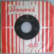 Discos de vinilo: JERRY COLONNA. EBB TIDE/ THE VELVET GLOVE. BRUNSWICK, UK 1954 SINGLE. Lote 198372148