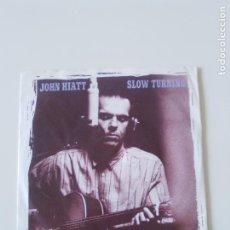 Discos de vinilo: JOHN HIATT SLOW TURNING / YOUR DAD DID ( 1988 A&M UK ). Lote 198571293