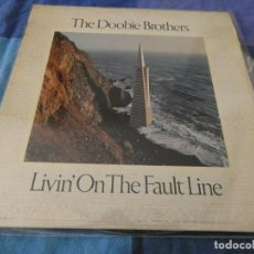 Discos de vinilo: LP ESPAÑOL DOOBIE BROTHERS LIVING ON THE FAULT LINE 1977 BUEN ESTADO . Lote 199273146
