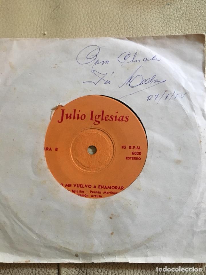 Discos de vinilo: Autografo Julio Iglesias fechado 27/8/1984 vinilo 45rpm - Foto 2 - 200187357