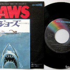 Discos de vinilo: JOHN WILLIAMS / STEVEN SPIELBERG - JAWS (TIBURÓN) - SINGLE MCA RECORDS 1975 JAPAN BPY. Lote 200265091