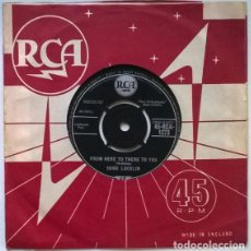 Disques de vinyle: HANK LOCKLIN. FROM HERE TO THERE TO YOU/ THIS SONG IS JUST FOR YOU. RCA, UK 1961 SINGLE. Lote 200397511