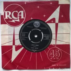 Disques de vinyle: HANK SNOW. LADY'S MAN/ MARRIED BY THE BIBLE DIVORCED BY THE LAW. RCA, UK 1962 SINGLE. Lote 200594695
