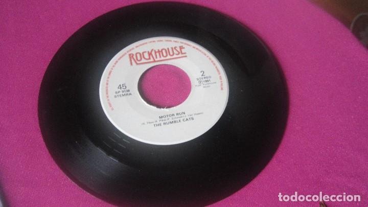 Discos de vinilo: THE RUMBLE CATS SOAKING IN A HOT TUB ROCKHOUSE VINILO RARO 1991 MA25 - Foto 2 - 201311385