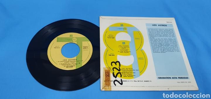Discos de vinilo: Disco de vinilo single los astros . Alta y delgada - Foto 2 - 201801561