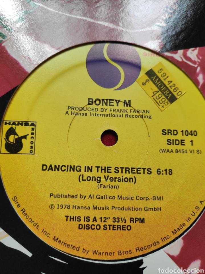 Discos de vinilo: Boney M - Vinilo edición americana - Dancing in the streets + Never change lovers in the middle ... - Foto 6 - 202532625