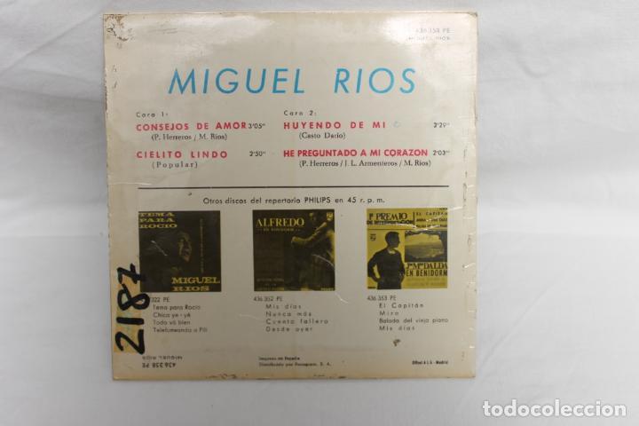 Discos de vinilo: MIGUEL RIOS SINGLE, CONSEJOS DE AMOR / CIELITO LINDO / HUYENDO DE MI / PHILIPS..1965 - Foto 2 - 202595456
