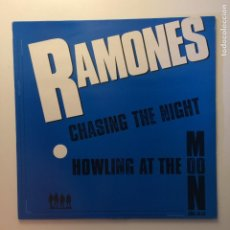 Discos de vinilo: RAMONES ‎– CHASING THE NIGHT / HOWLING AT THE MOON (SHA-LA-LA) UK 1985 BEGGARS BANQUET. Lote 203071118