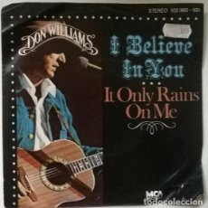 Discos de vinilo: DON WILLIAMS. I BELIEVE IN YOU/ IT ONLY RAINS ON ME. MCA, HOLLAND 1979 SINGLE. Lote 203097175