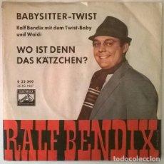 Discos de vinilo: RALF BENDIX. BABYSITTER TWIST/ WO IST DENN DAS KATZCHEN?. ELECTROLA, GERMANY 1962 SINGLE. Lote 203301186